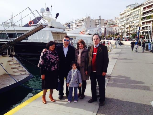 Μια όμορφη συντροφιά ομογενών και Ηπειρωτών μετά τον αγιασμό των υδάτων στο λιμάνι του Πειραιά