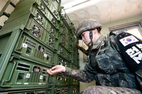 Τα μεγάφωνα ισοδυναμούν με «αναίμακτη επίθεση» στην κορεατική χερσόνησο (Φωτογραφία: ΑΠΕ )
