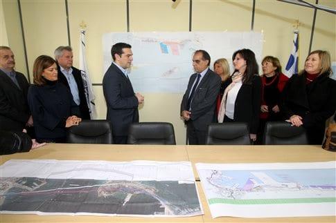 Από την επίσκεψη Τσίπρα στο δημαρχείο Περάματος   (Φωτογραφία:  ΑΠΕ )